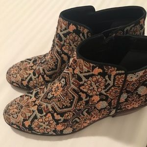 Sam Edelman Petty Tapestry Booties Size 8.5